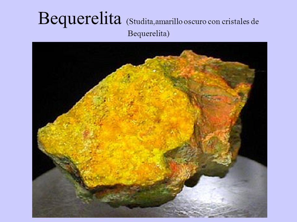 Bequerelita (Studita,amarillo oscuro con cristales de Bequerelita)