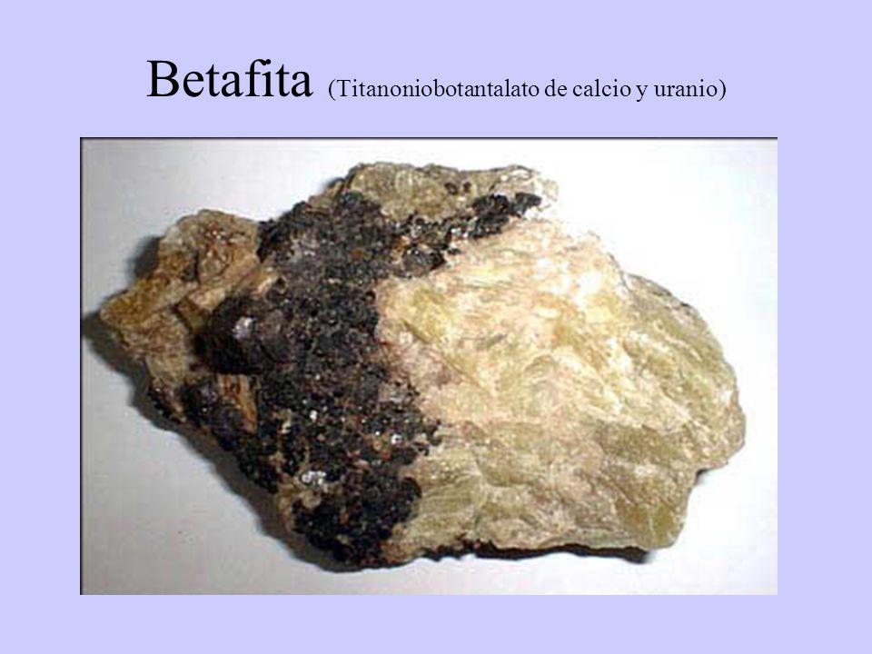 Betafita (Titanoniobotantalato de calcio y uranio)