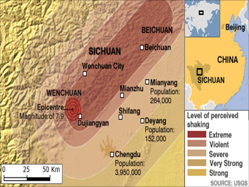 El lugar más cercano al epicentro, Wenchuan ( ), tiene una población de más de cien mil personas. La zona es tremendamente escarpada y, por tanto, de