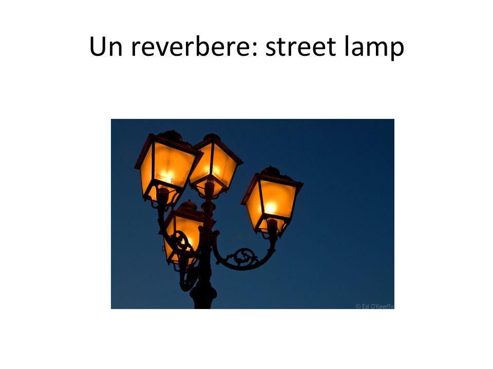 Un reverbere: street lamp