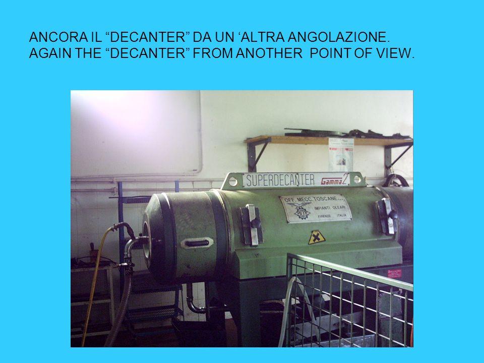 IL DECANTER:COMINCIA LA PRIMA SEPARAZIONE DEI LIQUIDI DALLA SANSA. THE DECANTER:THE FIRST DECANTING OF THE LIQUIDS FROM THE HUSK STARTS.