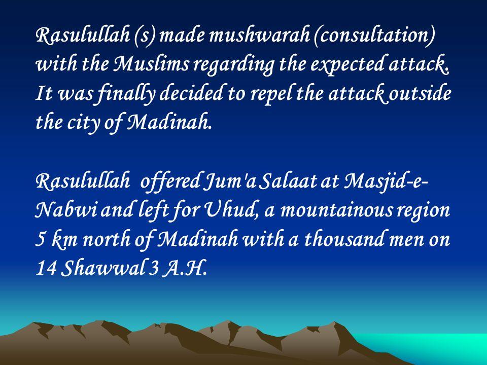 Rasulullah (s) made mushwarah (consultation) with the Muslims regarding the expected attack.