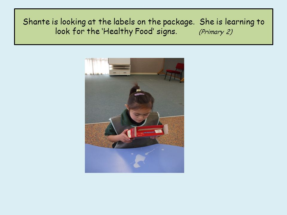 Shante is looking at the labels on the package. She is learning to look for the Healthy Food signs. (Primary 2)