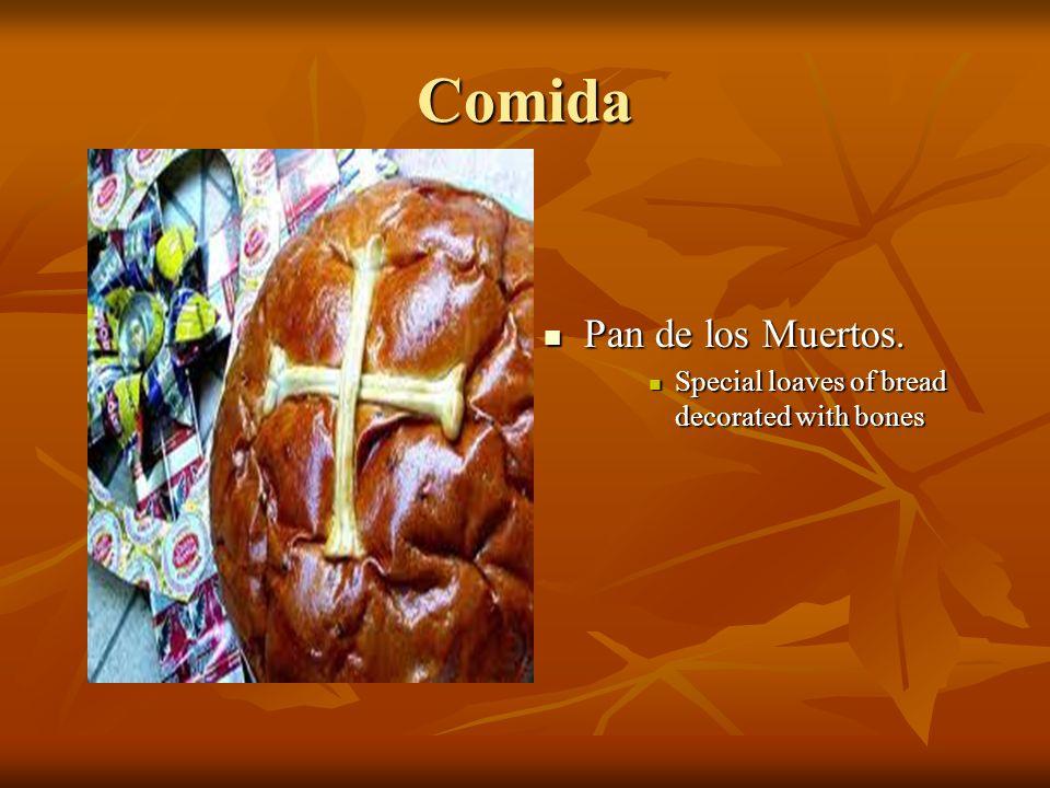 Comida Pan de los Muertos. Pan de los Muertos. Special loaves of bread decorated with bones