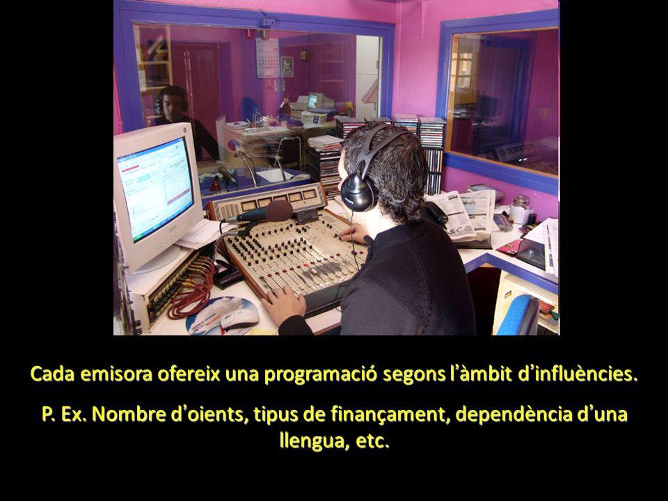 Cada emisora ofereix una programació segons l àmbit d influències. P. Ex. Nombre d oients, tipus de finançament, dependència d una llengua, etc.