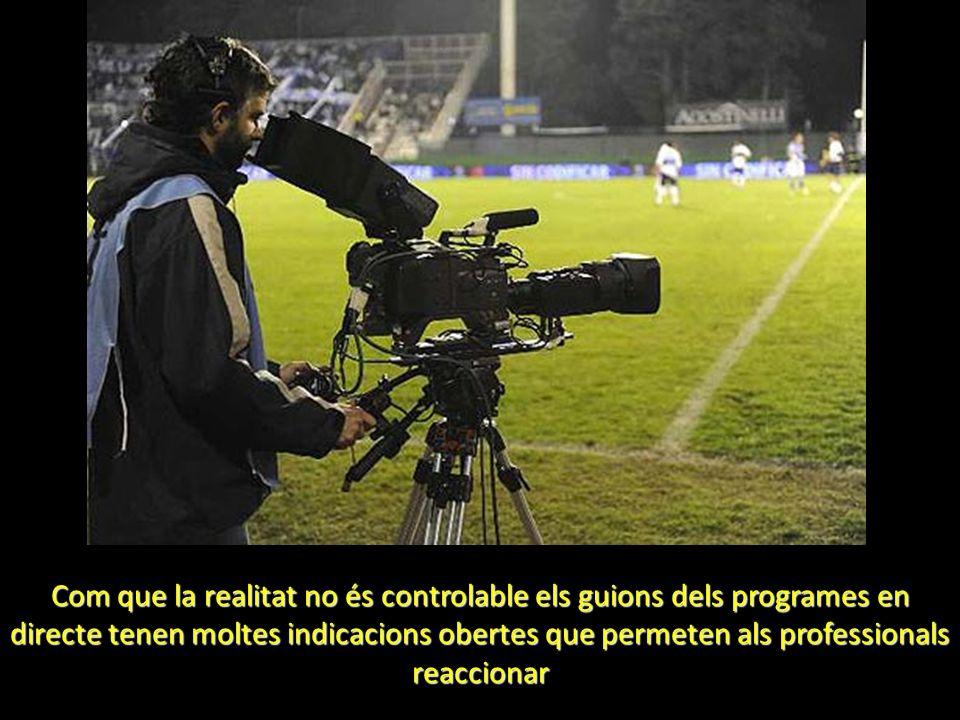Com que la realitat no és controlable els guions dels programes en directe tenen moltes indicacions obertes que permeten als professionals reaccionar