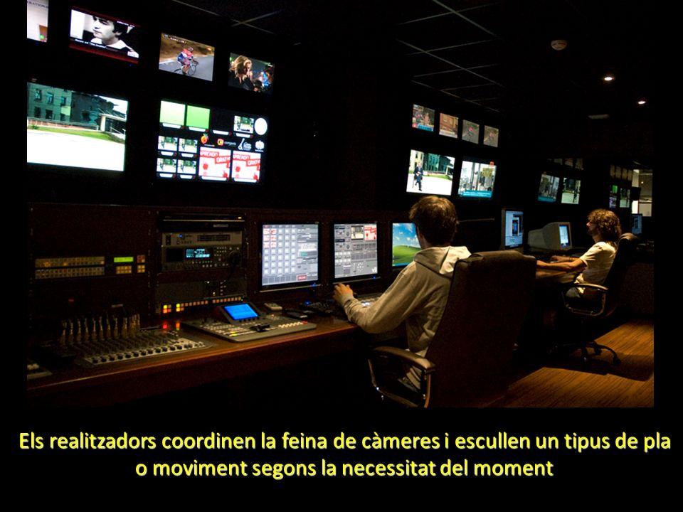 Els realitzadors coordinen la feina de càmeres i escullen un tipus de pla o moviment segons la necessitat del moment