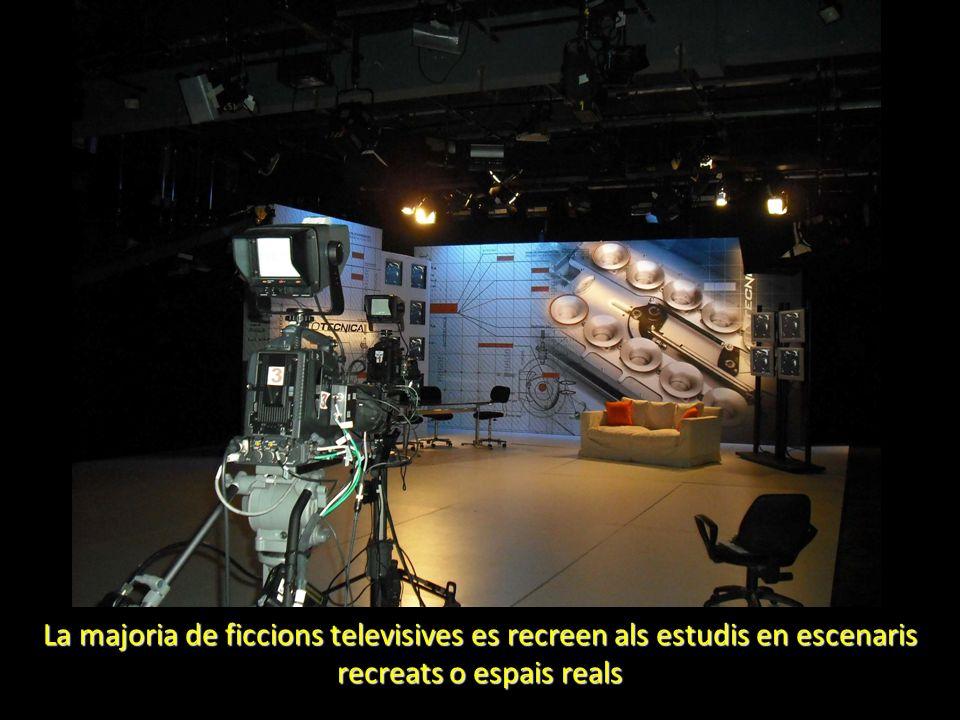 La majoria de ficcions televisives es recreen als estudis en escenaris recreats o espais reals