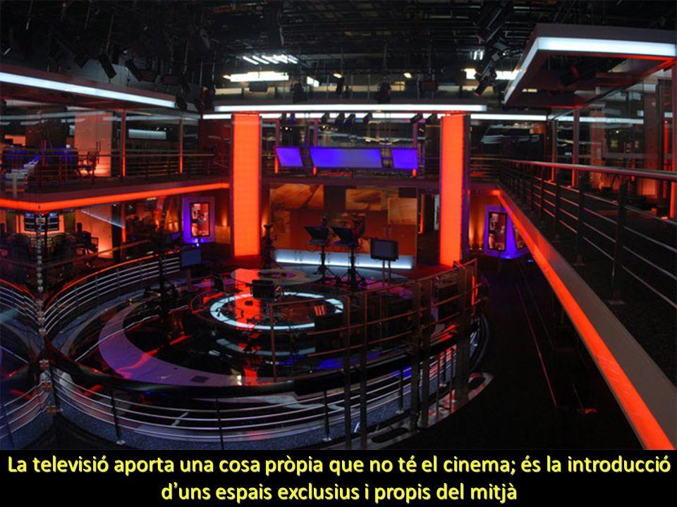 La televisió aporta una cosa pròpia que no té el cinema; és la introducció d uns espais exclusius i propis del mitjà