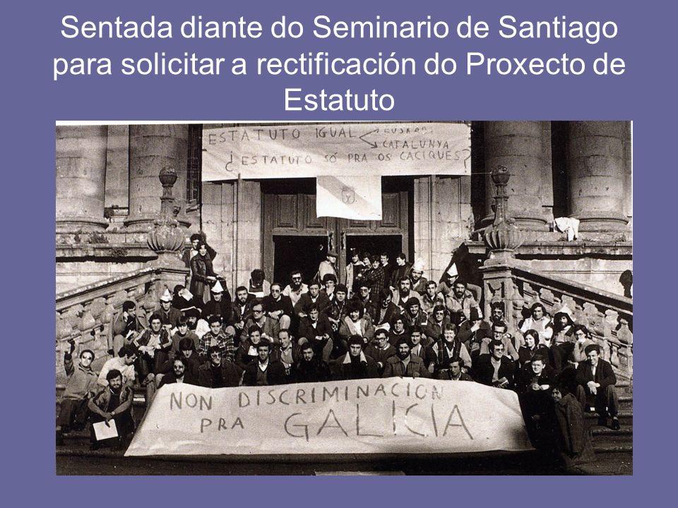 Sentada diante do Seminario de Santiago para solicitar a rectificación do Proxecto de Estatuto