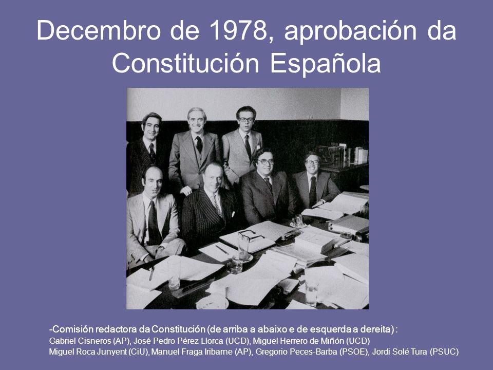 Decembro de 1978, aprobación da Constitución Española -Comisión redactora da Constitución (de arriba a abaixo e de esquerda a dereita) : Gabriel Cisne