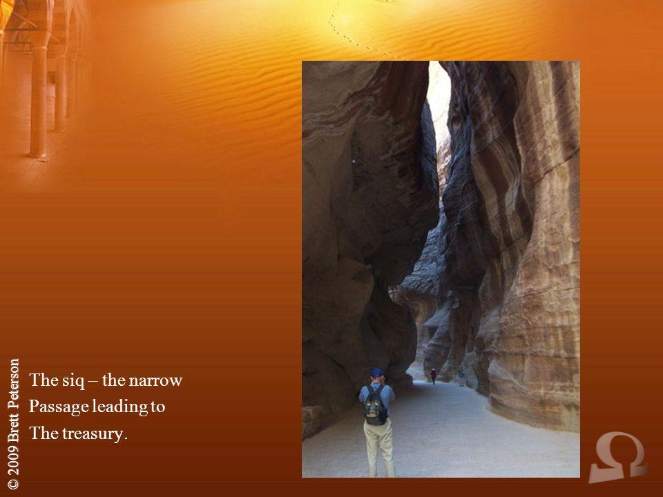 © 2009 Brett Peterson The siq – the narrow Passage leading to The treasury.