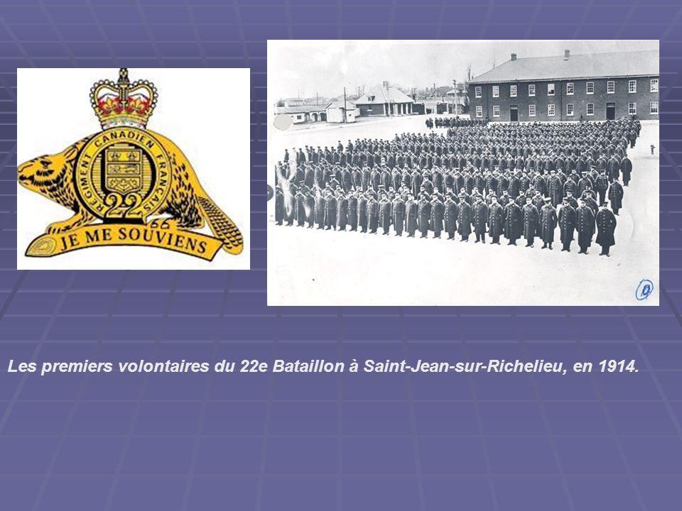 Les premiers volontaires du 22e Bataillon à Saint-Jean-sur-Richelieu, en 1914.