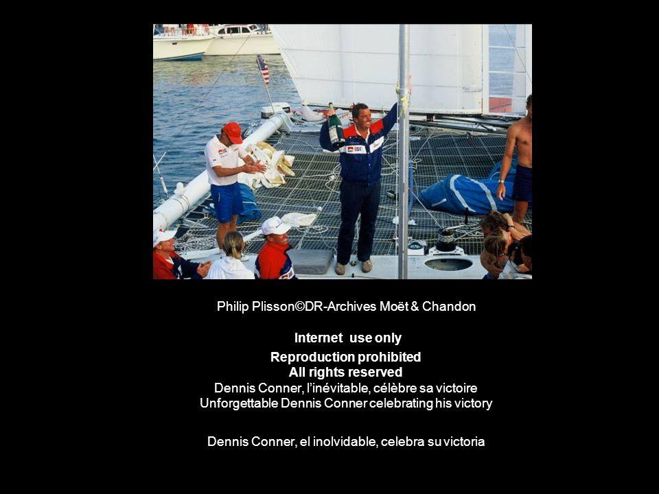 Philip Plisson©DR-Archives Moët & Chandon Internet use only Reproduction prohibited All rights reserved Dennis Conner, linévitable, célèbre sa victoir