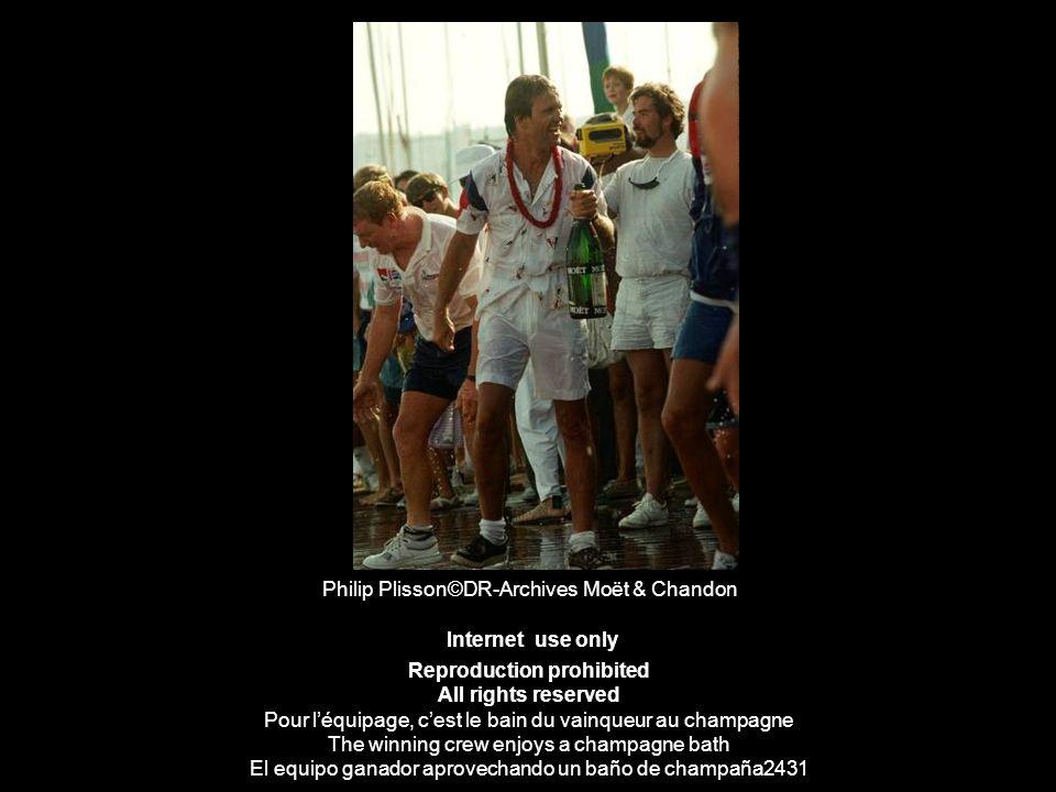 Philip Plisson©DR-Archives Moët & Chandon Internet use only Reproduction prohibited All rights reserved Pour léquipage, cest le bain du vainqueur au c