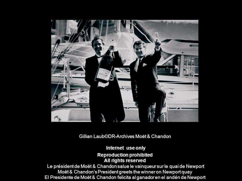 Gillian Laub©DR-Archives Moët & Chandon Internet use only Reproduction prohibited All rights reserved Le président de Moët & Chandon salue le vainqueu