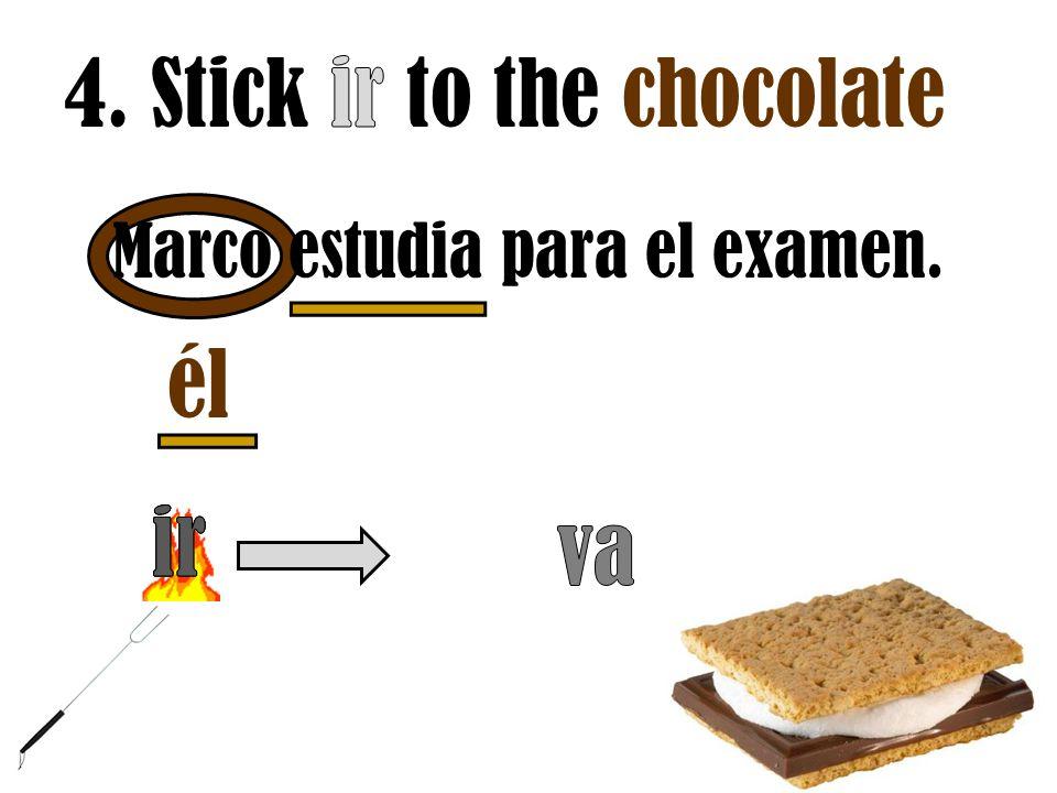 él Marco estudia para el examen.