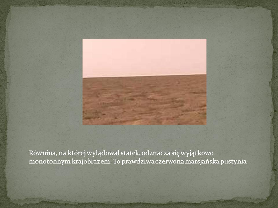 Równina, na której wylądował statek, odznacza się wyjątkowo monotonnym krajobrazem.