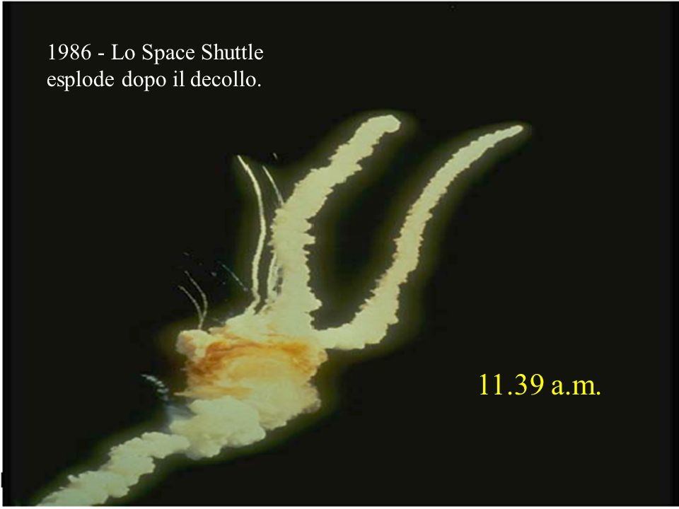Lo Space Shuttle esplode dopo il decollo a.m.