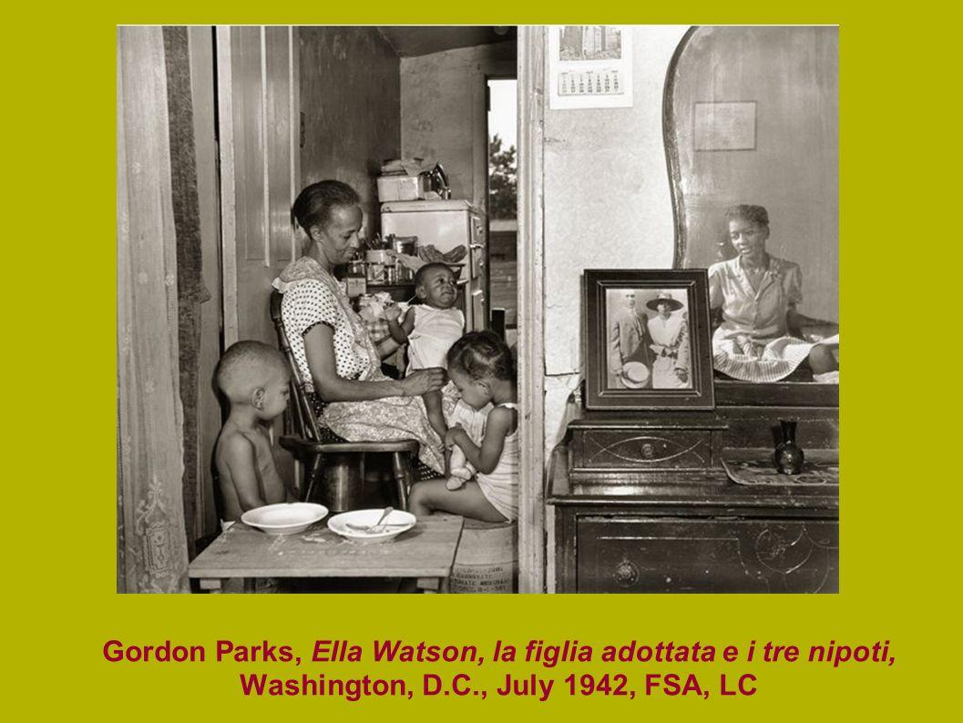 Gordon Parks, Ella Watson, la figlia adottata e i tre nipoti, Washington, D.C., July 1942, FSA, LC