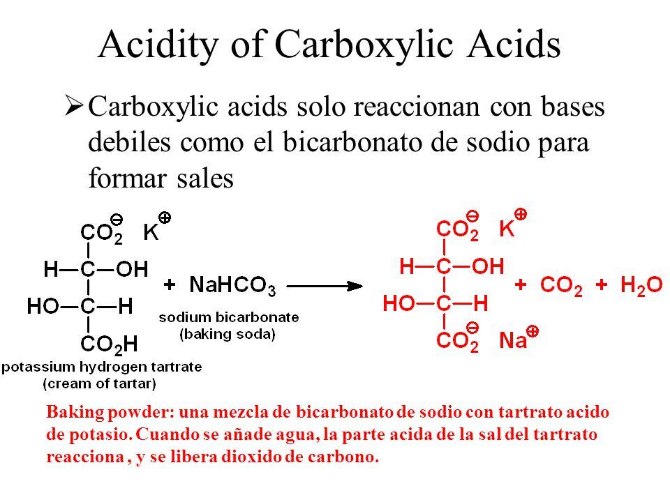 Acidity of Carboxylic Acids  Carboxylic acids solo reaccionan con bases debiles como el bicarbonato de sodio para formar sales Baking powder: una mez