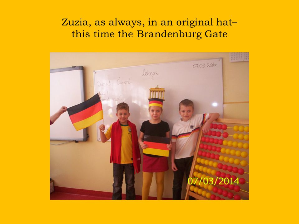 Zuzia, as always, in an original hat– this time the Brandenburg Gate