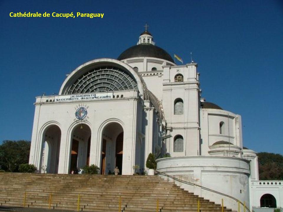 Cathédrale Krestovozdvizhensky, Novgorod, Russie