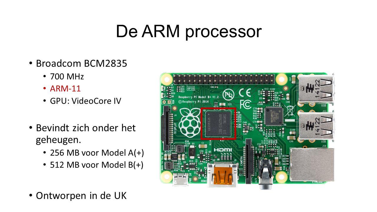 De ARM processor Broadcom BCM2835 700 MHz ARM-11 GPU: VideoCore IV Bevindt zich onder het geheugen.