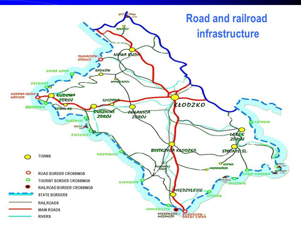 4 Road and railroad infrastructure ROAD BORDER CROSSINGS TOURIST BORDER CROSSINGS RAILROAD BORDER CROSSINGS STATE BORDERS RAILROADS MAIN ROADS RIVERS