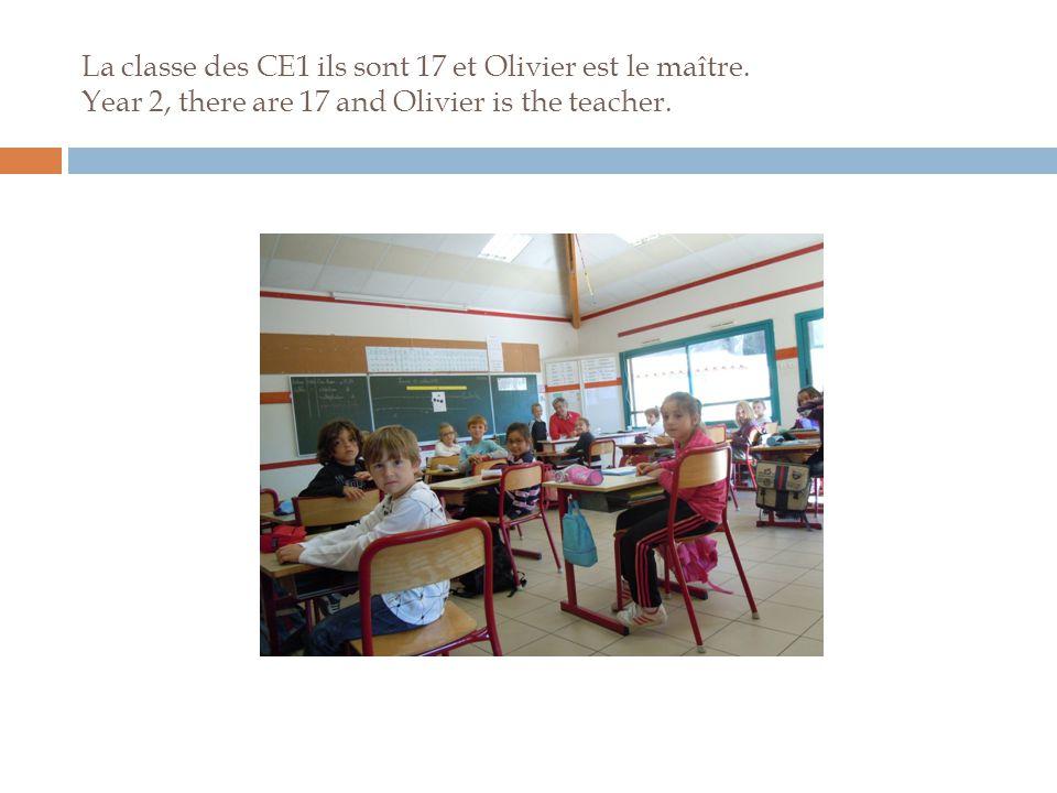 La classe des CE1 ils sont 17 et Olivier est le maître.