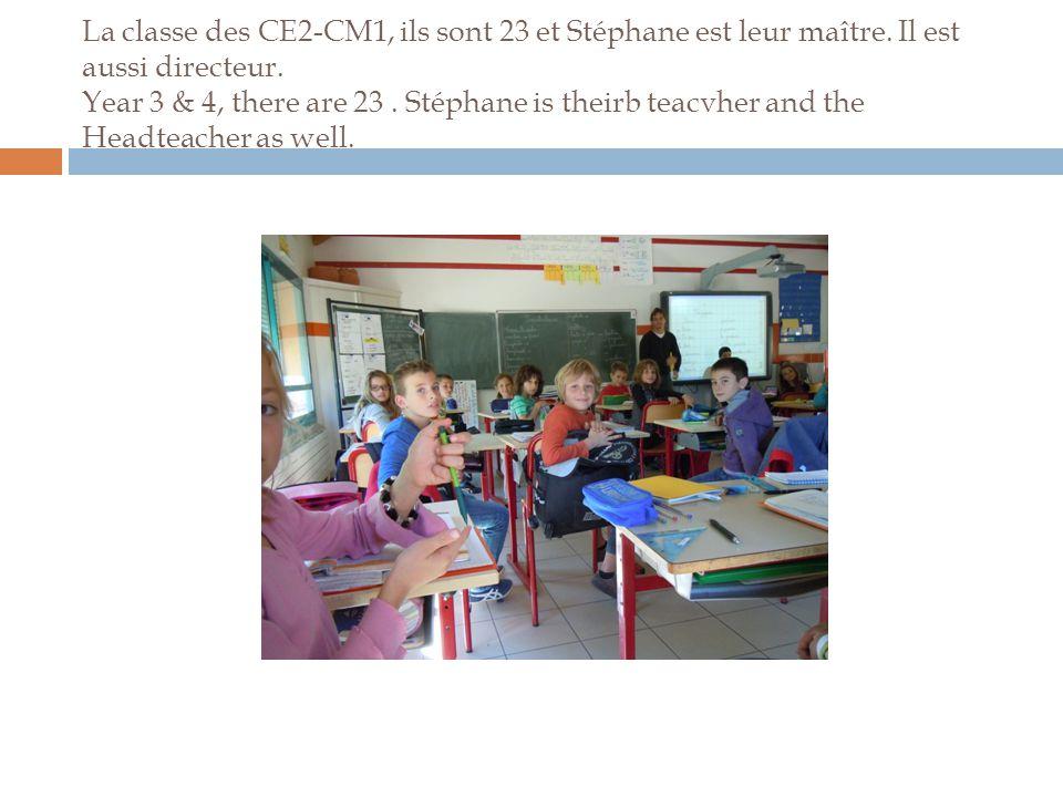 La classe des CE2-CM1, ils sont 23 et Stéphane est leur maître.
