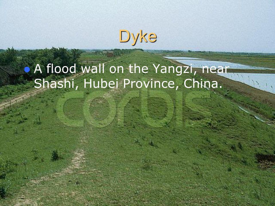Dyke A flood wall on the Yangzi, near Shashi, Hubei Province, China.