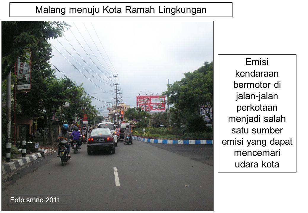 Emisi kendaraan bermotor di jalan-jalan perkotaan menjadi salah satu sumber emisi yang dapat mencemari udara kota Malang menuju Kota Ramah Lingkungan Foto smno 2011