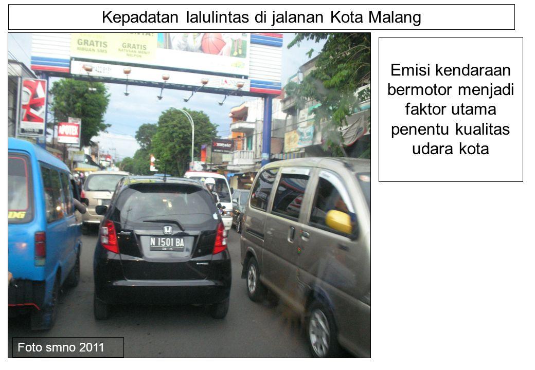 Kepadatan lalulintas di jalanan Kota Malang Emisi kendaraan bermotor menjadi faktor utama penentu kualitas udara kota Foto smno 2011