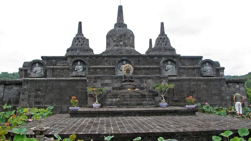 The Brahmavira Arama Buddhist Monastery is perched on a hill overlooking the sea it is located in Tegehe hamlet, the village of Banjar, near Lovina, in Buleleng Regency.