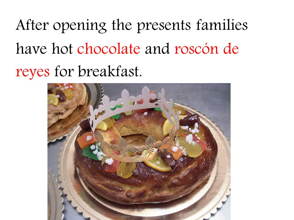 After opening the presents families have hot chocolate and roscón de reyes for breakfast.