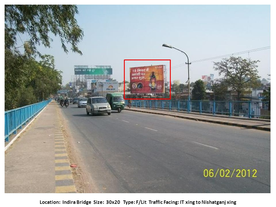 Location: Airport Entrance size: 30x20Type: N/Lit Traffic Facing: Airport to Alambagh