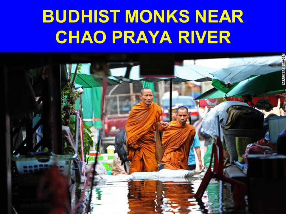 BUDHIST MONKS NEAR CHAO PRAYA RIVER