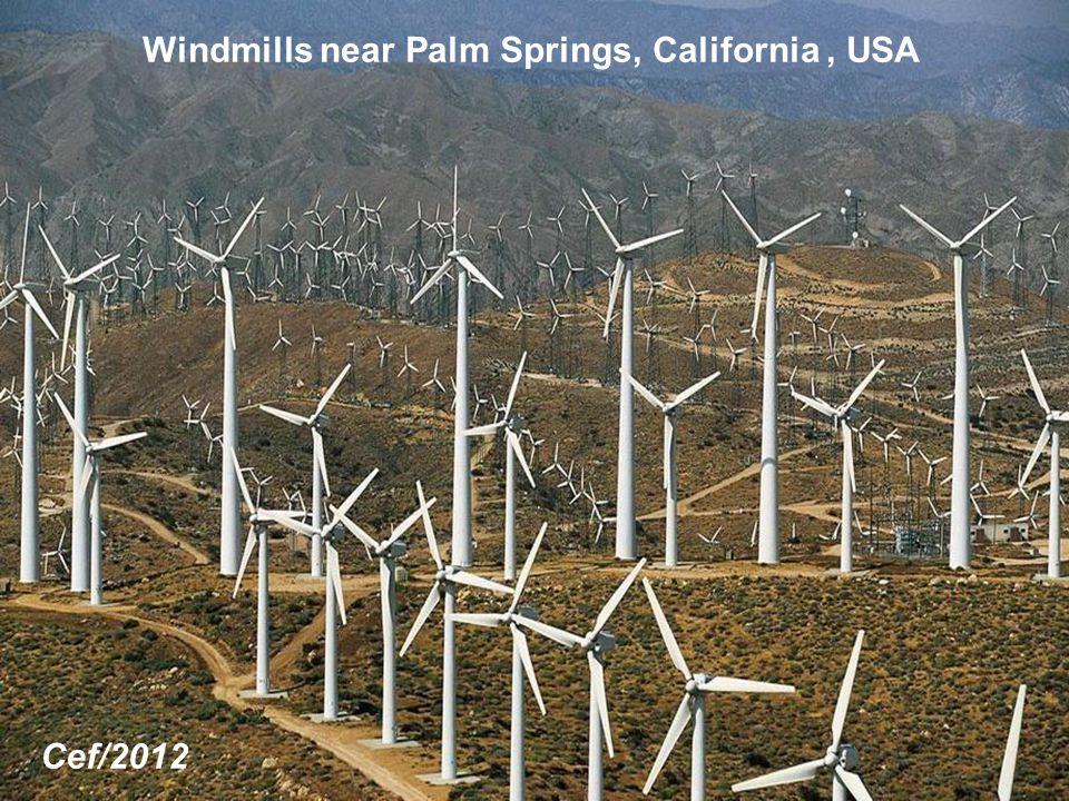 Windmills near Palm Springs, California, USA Cef/2012