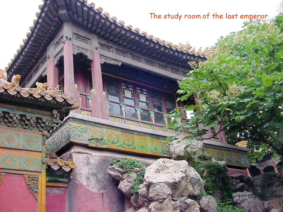 Wen Xiu, a concubine of the emperor Pu Yi of the Qing Dynasty