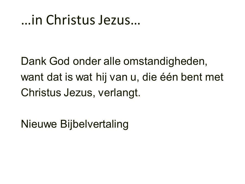 Dank God onder alle omstandigheden, want dat is wat hij van u, die één bent met Christus Jezus, verlangt.