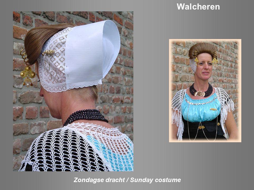 Zondagse dracht / Sunday costume Tholen