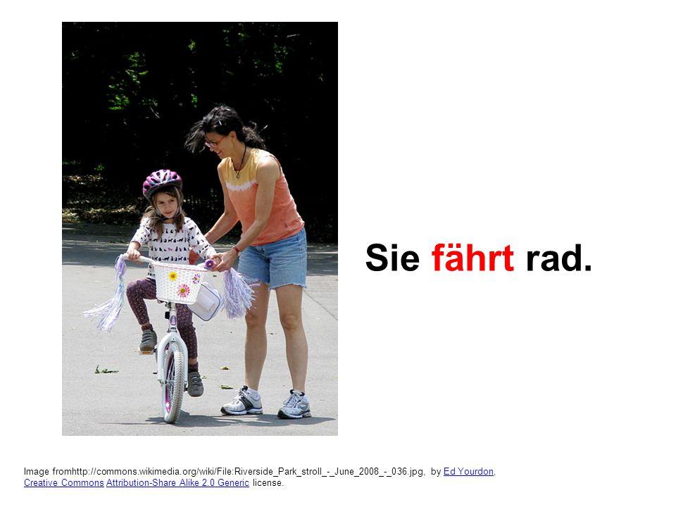 Image from http://commons.wikimedia.org/wiki/File:Eugen_de_Blaas_The_Flirtation.jpg, Eugene de Blaas, Public Domain.http://commons.wikimedia.org/wiki/File:Eugen_de_Blaas_The_Flirtation.jpg Er flirtet.