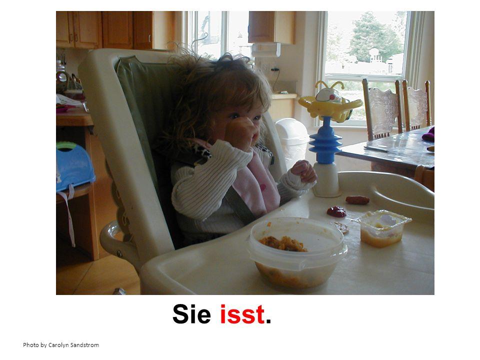 Image from Flickr, cloudzilla, Creative Commons Attribution 2.0 Generic license Sie sieht fern.