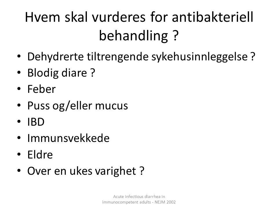 Hvem skal vurderes for antibakteriell behandling .