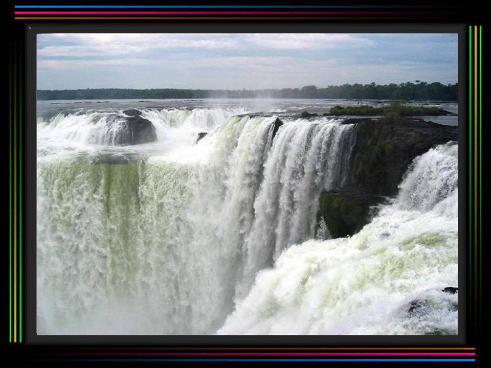 VodopádyAthirappalli Vodopády Athirappalli