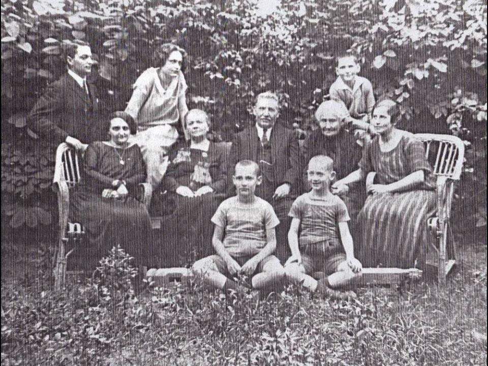 Marie (Miriam) MosabovskyEfraim Nizvitsky In 1926, Efraim adopted the name Abileah following his brother Arie