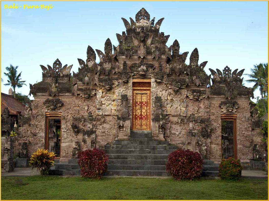 Bali - Hotel Tjampuhan, Ubud Balinese danseres Bali - Rambut Siwi Temple
