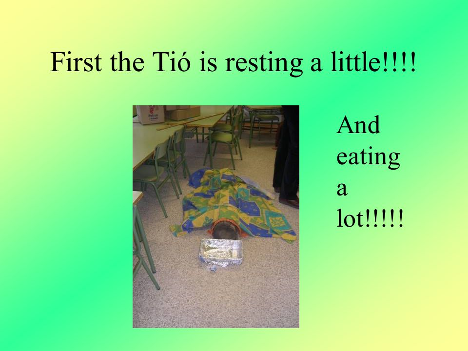 First the Tió is resting a little!!!! And eating a lot!!!!!