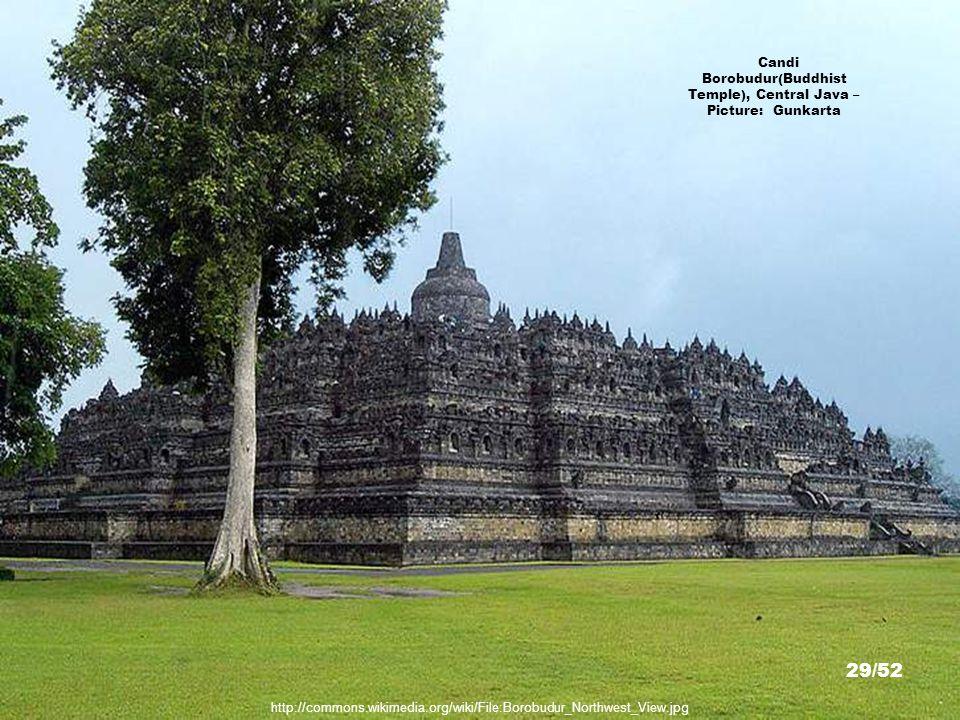 Candi Borobudur(Buddhist Temple) Stupa, Central Java – Picture: Bernatd Gagnon 28/52